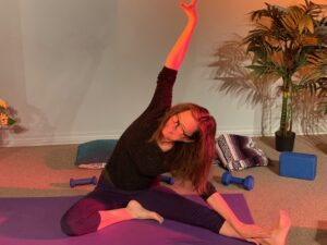 Roberta Weiner teaching in studio